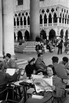 Italy. Piazza San Marco Venezia1953 // photo by Henri Cartier Bresson