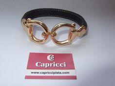 Pulsera de cuero y plata 925m chapada en oro. www.capricciplata.com