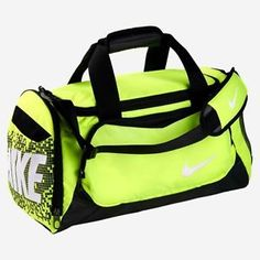 New running duffle found at Nike or dicks Nike Duffle Bag, Backpack Bags, Duffel Bags, Nike Bags, Gym Bags, Nike Under Armour, Animal Bag, Nike Shoes Outlet, Nike Outfits