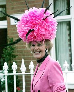 So it looks like we need to go to the Kentucky Derby so we can wear crazy hats. Funky Hats, Crazy Hats, Cool Hats, Red Hats, Turban, Derby Attire, Royal Ascot Hats, Derby Day, Church Hats