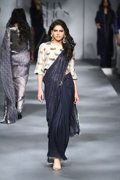 New Ideas Fashion Week Winter 2019 Autumn Indian Dresses, Indian Outfits, Indian Saris, Fashion Show Dresses, Dress Fashion, Fashion Outfits, Modern Saree, Saree Trends, Trendy Sarees