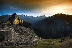Arrampicarsi su questi gradini di pietra, lungo la pista andina tracciata migliaia di anni fa dagli incas e rimasta per secoli nell'oblio, è un'esperienza effettivamente indimenticabile.