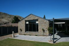 The rustic nature of our Colonial Schist profile suits this Central Otago house very well.