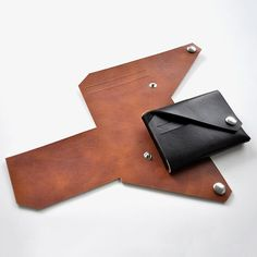 Lemur Wallet. What makes this leather wallet unique is how it is made from one foldable leather sheet. Using buttons, you can fold and unfold the wallet.