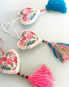 Embroidery Bags, Hand Embroidery Designs, Embroidery Stitches, Embroidery Patterns, Handmade Christmas Decorations, Fabric Jewelry, Felt Hearts, Diy Arts And Crafts, Handicraft