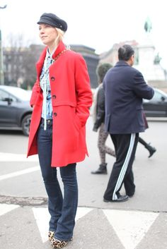 They Are Wearing: Milan Fashion Week Milan Fashion Week Street Style, Milan Fashion Weeks, Street Style Women, Red Trench Coat, Canada Goose Jackets, Fashion News, Winter Jackets, Style Inspiration, Unisex