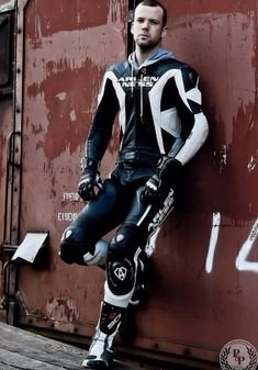 cute guys with Leather Bike Suit, Motorcycle Suit, Motorcycle Leather, Motard Sexy, Nike Gloves, Bike Leathers, Biker Boys, Biker Gear, Custom Clothes