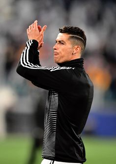 TURIN, ITALY - APRIL Christiano Ronaldo of Juventus applauds the crowd ahead of the UEFA Champions League Quarter Final second leg match between Juventus and Ajax at Allianz Stadium on April 2019 in Turin, Italy. (Photo by Stuart Franklin/Getty Images) Cristiano Ronaldo 7, Ronaldo Cr7, Cristiano Ronaldo Wallpapers, Ronaldo Football, Cristiano Ronaldo Hairstyles, Ronaldo Inter, Football Team, Ronaldo Real Madrid, Ronaldo Photos