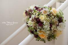 Lumanari nunta Floral Wreath, Wreaths, Home Decor, Floral Crown, Decoration Home, Door Wreaths, Room Decor, Deco Mesh Wreaths, Home Interior Design