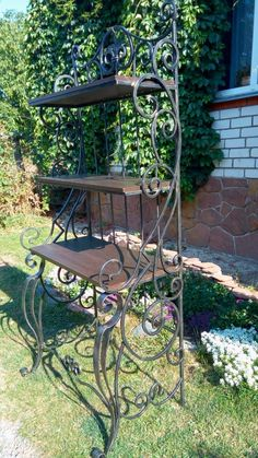 Blacksmith Tools, Blacksmith Projects, Welding Projects, Diy Projects, Metal Furniture, Industrial Furniture, Plant Shelves Outdoor, Metal Fence, Iron Work