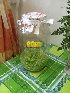 tavaszi csibék üvegben