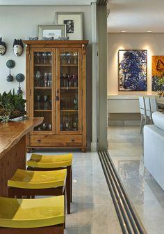Decoração de: Varanda  - banqueta amarela; Casa de Valentina