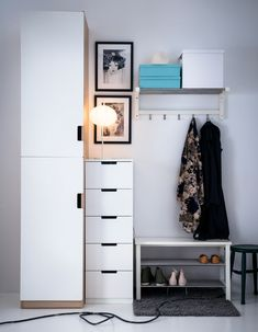 A hallway with storage furniture, shoe storage and hooks for coats and jackets. The post A hallway with storage furniture, a shoe rack … appeared first on Woman Casual. Open Clothes Storage, Closet Shoe Storage, Hallway Storage, Bench With Shoe Storage, Closet Shelves, Clothing Storage, Bedroom Storage, Storage Shelves, Bedroom Organization