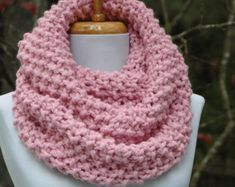 Pink Infinity Scarf, Circle Scarf, Knit Infinity Scarf, Chunky Scarf, Hand Knit Infinity Scarf, Women's scarf, Winter Scarf, Knitted Scarf
