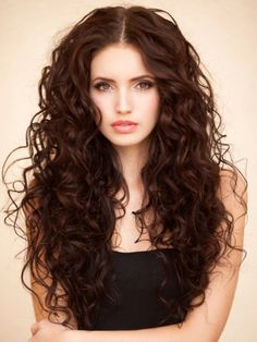 These beautiful chocolate brown hair looks will satisfy your styling cravings and glam up your daily looks. All Things Hair - From hair experts at Unilever Brown Hair Looks, Brown Curly Hair, Long Curly Hair, Wavy Hair, Beautiful Brown Hair, Natural Brown Hair, Blonde Hair, Short Wavy, Long Layered