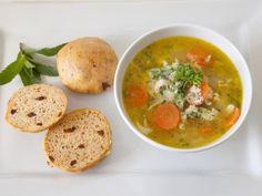 Kalkun minestrone med persille og parmesanost
