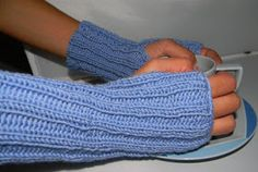 Super easy wrist warmers, fingerless gloves  An excellent project for beginners!   Materials: 75-100 grms yarn  and needles to match gauge  ...