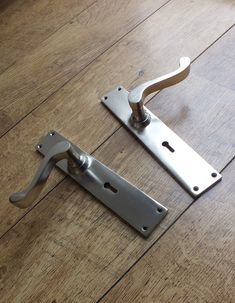 Beautiful satin brass door handles, with a scroll style lever. This scroll style of lever is a timeless style, which will suit virtually any period of property, from traditional/vintage homes to a more contemporary/modern home. By just altering the finish and/or backplate, they will fit into any style or period of décor. Shown in the photo in satin brass, these handles are also available in real, sandcast bronze and many other plated and applied finishes. Door Knockers, Door Knobs, Urban Cottage, Brass Door Handles, Window Furniture, Victorian Door, Vintage Homes, Types Of Doors, Country Homes