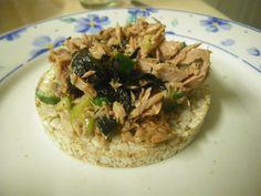 tuna nori seaweed salad on rice cakes