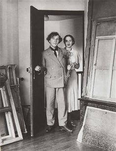 Marc and Bella Chagall, Paris 1933 // by André Kertesz Marc Chagall, Andre Kertesz, Artist Life, Artist At Work, Famous Artists, Great Artists, Photo Portrait, Jean Michel Basquiat, Alphonse Mucha