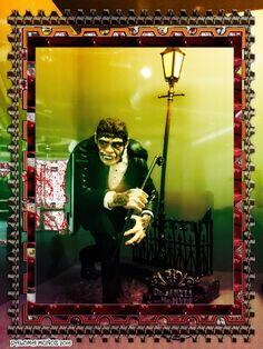 Mr Hyde en Londres se convierte en una criatura cruel, viciosa, degenerada y asesina. Mr Hyde in London becomes a cruel and murderous creature, wild and degenerate.