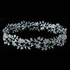 Tiara de #novia #Innovias para moños estilo bailarina en plata envejecida. Una de nuestras favoritas http://www.innovias.es/complemento-19-b5ee85c290ba4356.php