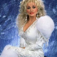Praise be dolly parton, the ultimate #wcw/shoulder pad Queen.