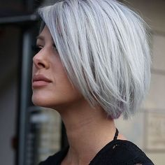 Een zilver/grijs kleurtje is helemaal top! en al helemaal in combinatie met een kort kapsel! Mee eens?!