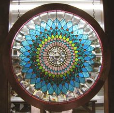 Ooh, a little round stained glass Vicotoriana makes a girl swoon. Stained Glass Studio, Stained Glass Designs, Stained Glass Panels, Stained Glass Projects, Stained Glass Patterns, Leaded Glass, Beveled Glass, Stained Glass Art, Mosaic Glass