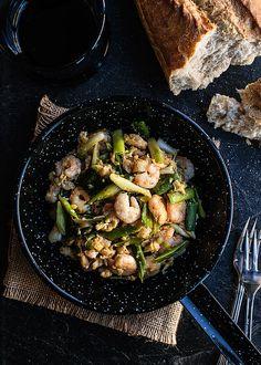 Revuelto de ajetes con gambas, scrambled eggs with green garlic and shrimp - School of tapas
