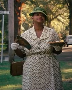 "Favorite character from ""The Help"". Minnie and her famous pie La Confidential, Good Morning Funny, Chocolate Pies, About Time Movie, Bold Prints, Classic Tv, Great Movies, Costume Design, Movies And Tv Shows"