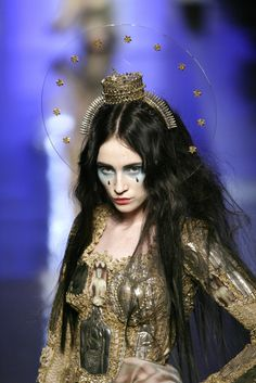 Jean Paul Gaultier - Couture Spring 2007- straitened tips