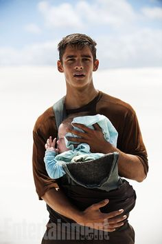 First pictures from The Giver Movie. Well.....whatever he's giving, i'm taking