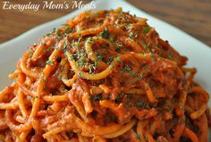 So good but since we use thin spaghetti I think I need to add another to 1 lbs of pasta. ~Crock Pot Creamy Spaghetti~ One of the easiest and most delicious pasta recipes ever, it's packed with so much flavor the whole family will love it! Crockpot Dishes, Crock Pot Slow Cooker, Crock Pot Cooking, Slow Cooker Recipes, Crockpot Recipes, Cooking Recipes, Copycat Recipes, Crockpot Spaghetti Recipe, Spaghetti Recipes
