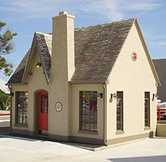 The Vickery Phillips 66 station in downtown Tulsa underwent restoration a few years ago and is now a car rental office. Oklahoma Attractions, Route 66 Oklahoma, Route 66 Road Trip, Historic Route 66, Tulsa Oklahoma, Phillips 66, Old Gas Stations, Romantic Cottage, Look Vintage