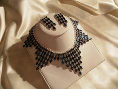 """Parure tissée en perles de Puca """"california blue"""", perles nacrée Swarovski, Toho cristal et fermoir argent rhodié. Prix de cette parure 215 €"""