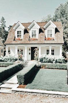 Dream Home Design, My Dream Home, House Design, Dream House Exterior, Dream House Plans, Home Building Design, Luxury Homes Dream Houses, Cute House, Farmhouse Plans