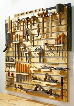 Everything Pallet Tool Rack I want to build something like this over the left side of my workbench.hold everything pallet tool rack.I want to build something like this over the left side of my workbench.hold everything pallet tool rack. Pallet Tool, Diy Pallet Projects, Pallet Crafts, Diy Wood Projects For Men, Wooden Projects, Art Projects, Projects To Try, Woodworking Shop, Woodworking Plans