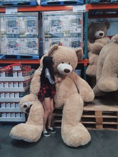 Read 59 from the story E se você fosse namorada do Tom Holland? Huge Teddy Bears, Large Teddy Bear, Giant Teddy Bear, Costco Bear, Chicas Dpz, Bear Tumblr, Teady Bear, Couple With Baby, Teddy Girl