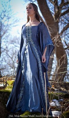 Blue/grey elven-fantasy dress Moda Medieval, Medieval Gown, Medieval Costume, Medieval Life, Medieval Fashion, Medieval Clothing, Gypsy Clothing, Celtic Dress, Fantasy Gowns
