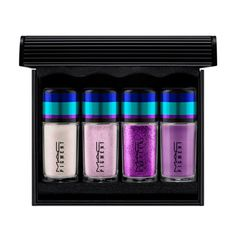mac Irresistibly Charming Pigments and Glitter / Purple. A mini kit of Pigment and Glitter in shades of purple. Mac Pigment, Blue Pigment, Blue Glitter Eye Makeup, Blue Eye Makeup, Gold Makeup, Purple Glitter, Glamorous Makeup, Chanel Makeup, Pantomime