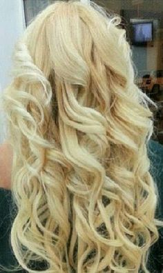 Finest quality clip in hair extensions By Cliphair. Remy human hair years of experience, Buy with confidence! Tape hair, micro ring, pre-bonded, hair wefts in largest colour range and lengths. Love Hair, Great Hair, Gorgeous Hair, Beautiful, Awesome Hair, Blonde Curly Hair, Blonde Curls, Corte Y Color, Hair Heaven