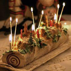 Buche de Noel, with marzipan mushrooms. Cake replica of a yule log is traditional. Noel Christmas, Christmas Desserts, Christmas Baking, Christmas Cookies, Vegan Christmas, Natural Christmas, Christmas Birthday, Yule Log Cake, Cake Roll Recipes
