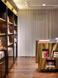 85a9900a4e2 Taschen bookstore by Philippe Starck Hollywood 04