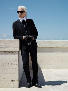 Portrait de Karl Lagerfeld, l'un des six artistes invité à revisiter le Monogram http://www.vogue.fr/mode/news-mode/diaporama/louis-vuitton-celebre-son-monogram/19039#!portrait-de-karl-lagerfeld-l-039-un-des-six-artistes-invite-a-revisiter-le-monogram