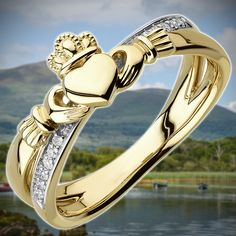 The most recognized piece of Celtic jewelry is the Ring of Claddagh. Irish Wedding Rings, Irish Rings, Celtic Rings, Claddagh Rings, Irish Design, Irish Jewelry, Irish Celtic, Celtic Designs, Jewelry Gifts