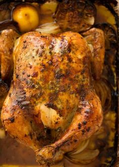 Roast Chicken - Recipes to Cook - Overhead photo of Roast Chicken in a roasting pan with garlic-herb-lemom butter, fresh out of the oven Oven Recipes, Dinner Recipes, Cooking Recipes, Healthy Recipes, Dinner Ideas, Game Recipes, Delicious Recipes, Oven Roasted Chicken, Roast Chicken Recipes