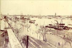 Riada 1947. En primer plano, el puente de San Telmo, más al fondo, a la izquierda, el Palacio de San Telmo, a la derecha, el barri...