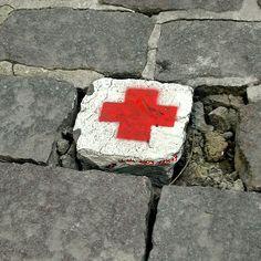 Croix Rouge, Les pavés de Bruxelles