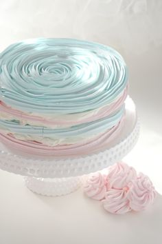 Gorgeous Pastel Pink and Blue Meringue Cake Tutorial Pretty Cakes, Beautiful Cakes, Amazing Cakes, Crazy Cakes, Fancy Cakes, Cake Cookies, Cupcake Cakes, 3d Cakes, Mini Cakes